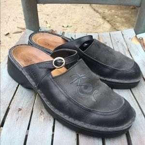 Women's Naot Black Leather Slip On Shoes 10/41